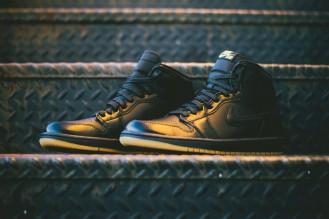 Air_Jordan_1_OG_Black_Black_Gum_555088_020_Sneaker_Politics_Hypebeast_1-3_1024x1024