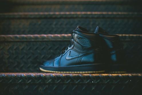 Air_Jordan_1_OG_Black_Black_Gum_555088_020_Sneaker_Politics_Hypebeast_10_1024x1024