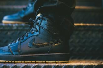 Air_Jordan_1_OG_Black_Black_Gum_555088_020_Sneaker_Politics_Hypebeast_2_1024x1024