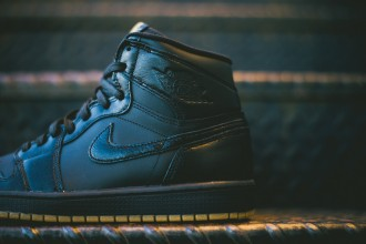 Air_Jordan_1_OG_Black_Black_Gum_555088_020_Sneaker_Politics_Hypebeast_5_1024x1024