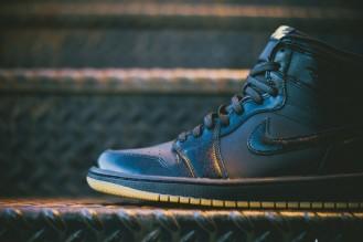 Air_Jordan_1_OG_Black_Black_Gum_555088_020_Sneaker_Politics_Hypebeast_6_1024x1024