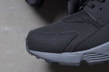 nike-air-huarache-black-dark-grey-2