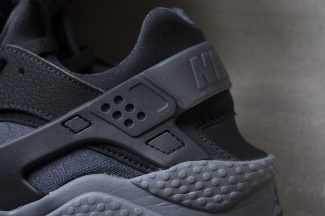 nike-air-huarache-black-dark-grey-3