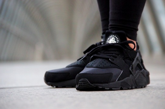 Nike-Air-Huarache-Triple-Black-2014-2-540x3591