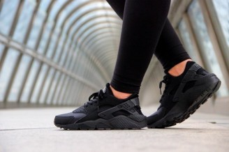Nike-Air-Huarache-Triple-Black-2014-3-540x3591