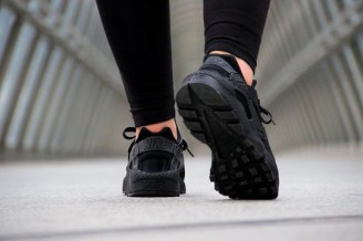 Nike-Air-Huarache-Triple-Black-2014-4-540x3601