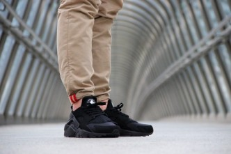 Nike-Air-Huarache-Triple-Black-2014-5-540x3601