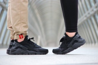 Nike-Air-Huarache-Triple-Black-2014-7-540x3601