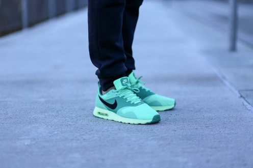 Activewear, Air Max, Air Max Green Glow, Casuals, Colorway, Cozyboyz, Fashion, Footwear, Fw14, Green Glow, Hypebeast, Kicks, Menswear, Nike, Nike Air Max Green Glow, Nike Air Max Tavas, Nike Air Max Tavas Green Glow, Nike Air Maxes, Nike Green Glow, Nike Tapas Green Glow, Nike Tavas, Runners, Shoes, Sneaker Drop Dates, Sneaker Releases, Sneakerheads, Sneakers, Sportswear, Street Style, Streetwear, Style, Tavas, Titolo, Trainers
