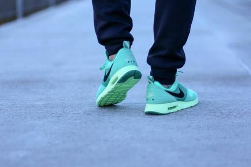 Activewear, Air Max, Air Max Green Glow, Casuals, Colorway, Cozyboyz, Fashion, Footwear, Fw14, Green Glow, Hypebeast, Kicks, Menswear, Nike, Nike Air Max Green Glow, Nike Air Max Tavas, Nike Air Max Tavas Green Glow, Nike Air Maxes, Nike Green Glow, Nike Tapas Green Glow, Nike Tavas, Runners, Shoes, Sneaker Drop Dates, Sneaker Releases, Sneakerheads, Sneakers, Sportswear, Street Style, Streetwear, Style, Tavas, Titolo, Trainers